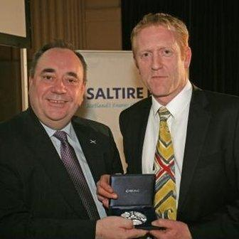 Pelamis founder Richard Yemm received the Saltire Prize Medal for his contribution to the marine renewables sector from First Minister Alex Salmond in 2012