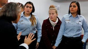 عهد التميمي خلال مثولها أمام المحكمة العسكرية
