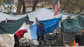 مواطنون يسكنون في خيام في الولايات المتحدة