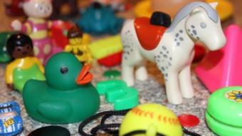 ألعاب بلاستيك
