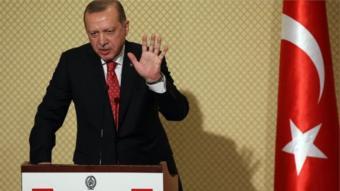 تقول الصحيفة إن هدف إردوغان الرئيسي هو أن يشب الخلاف بين الولايات المتحدة ووحدات حماية الشعب الكردي