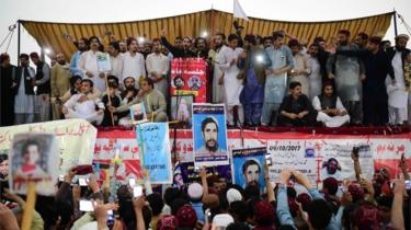 Pashtun Protection Movement protesters gather at a public rally in Peshawar on April 8, 2018.