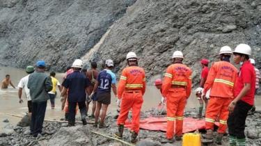 Rescuers at jade mine in Kachin