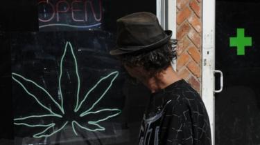 ¿Hay que legalizar la marihuana? - Página 20 _100734720_gettyimages-106449541