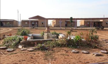 جانب من ساحة قرية جيوار التي تفنن بها نساء القرية