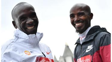 Kenya's Eliud Kipchoge (L) and Britain's Mo Farah pose during a photocall for the London marathon at Tower Bridge in central London on April 24, 201