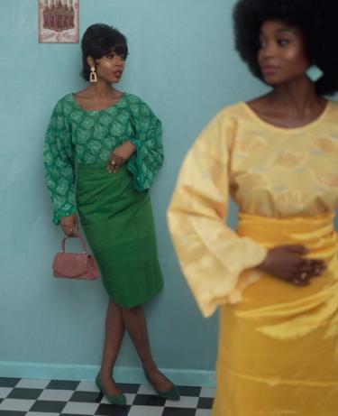 Two models pose in A Ti De