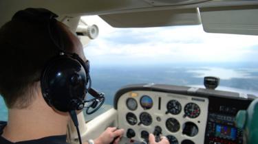 Pilot yang sedang belajar.