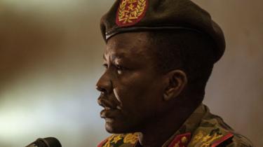 Shams-Eddin Kabashi es el vocero del Consejo Militar gobernante de Sudán.