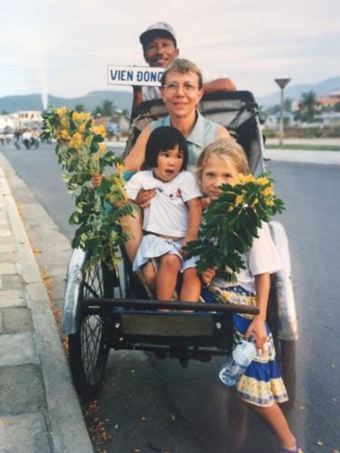 Việt Nam, con nuôi