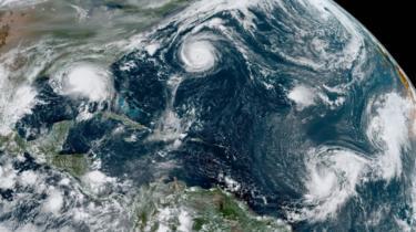 Una vista satelital de tormentas en el Atlántico
