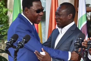 Former Beninese president Thomas Yayi Boni (L) embraces Benin's newly elected President Patrice Talon following a reconciliation meeting hosted by the Ivory Coast at the presidential residence in Abidjan, on 18 April 2016.