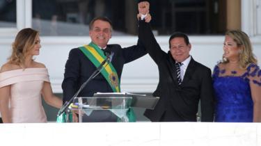 Bolsonaro com a mulher, o vice Mourão e a mulher dele