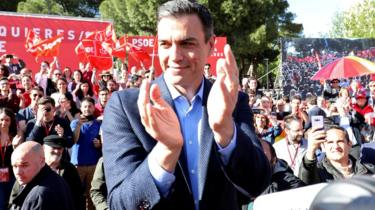 Pedro Sánchez attends a rally in Madrid on the final day of campaigning on 26 April