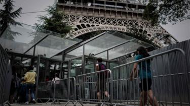 The new entrances for visitors at the Eiffel Tower