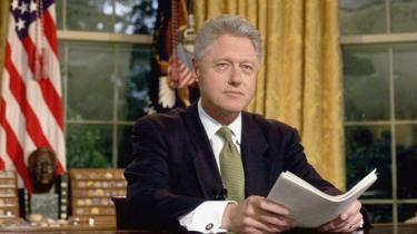 Bill Clinton ni we Perezida wa nyuma w'Amerika uheruka kweguzwa. Aha yari ari kwifotoza amaze kugeza ijambo ku Banyamerika ari mu biro bya White House ku itariki ya 10 y'ukwa gatandatu mu 1999