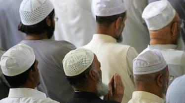 مصلون في مسجد شرق لندن