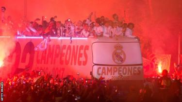 Real Madrid players arrive at Cibeles square after winning the La liga title on May 21, 2017