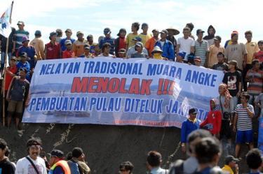 Sejumlah nelayan berunjuk rasa menolak pembangunan pulau G di Teluk Jakarta pada 17 April 2016.