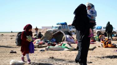 Woman and children arrive in Baghuz