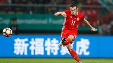 Hatimae Manchester United wamesitisha haja yao ya kumnunua mchezaji wa kimataifa wa Wales Gareth Bale