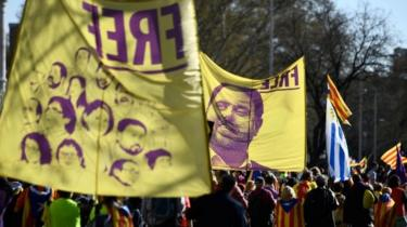 Demonstrators in Madrid carry banners showing portraits of Catalan leaders on trial. Photo: 16 March 2019