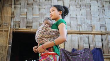 পার্বত্য বান্দরবানে বাচ্চা কোলে এক উপজাতীয় নারী। (ফাইল ফটো)