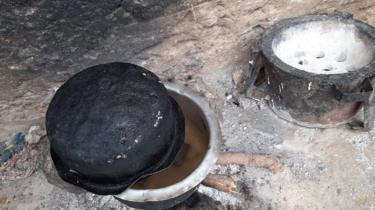 Panci memasak ini milik Peninah Bahati Kitsao di Mombasa, Kenya