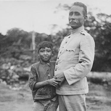 Rondon com menino paresí, em 1910