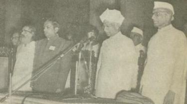 குடியரசுத் தலைவர் ராதாகிருஷ்ணன் மற்றும் மொரார்ஜி தேசாயுடன் குரு கோல்வல்கர்
