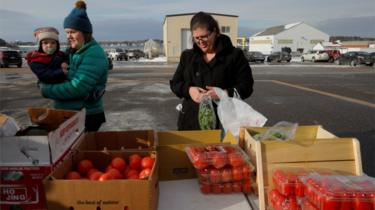 Coast Guard families pick up groceries at a food pantry