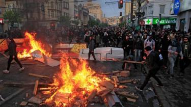 Hoguera y protesta en Valparaíso, Chile