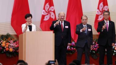 Carrie Lam y otros altos cargos