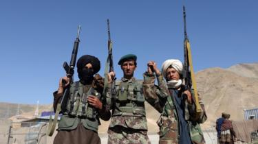 Alleged Taliban militant poses for a photo with Afghan Army soldiers as a group of Taliban visit people as a goodwill gesture amid a three-day ceasefire on second day of Eid al-Fitr, in Kabul, Afghanistan, 16 June 2018