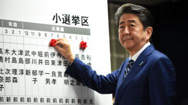 Shinzo Abe at LDP headquarters