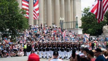 L'immagine mostra la parata del 4 luglio a Washington DC lo scorso anno