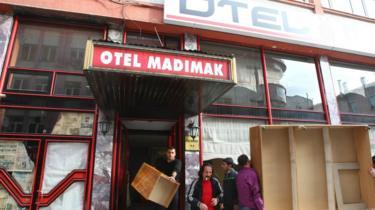 Katliamın yaşandığı Madımak Oteli'nin kapatılmadan hemen önceki görüntüsü.