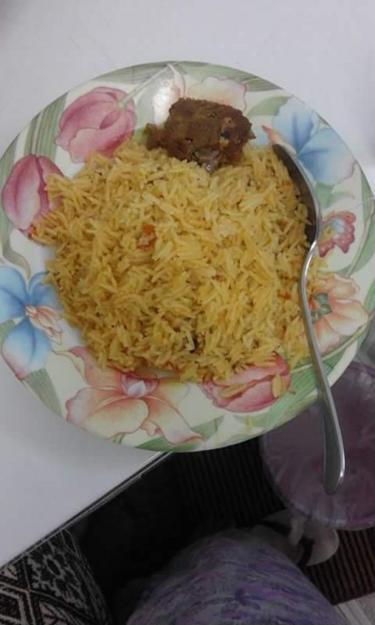 Bữa ăn đầu tiên của chị Đào trên đất Ả Rập.