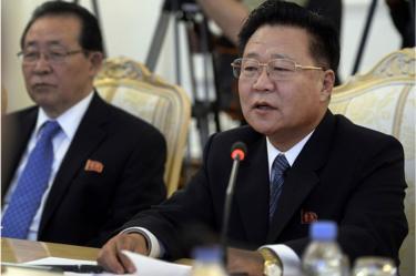 Kama mjumbe maalumu wa Kim Jong-un Choe Ryong-hae (kulia) alikutana na viongozi wakuu wa mataifa ya kigeni