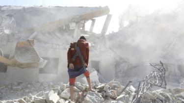 عربستان که رهبری یک ائتلاف نظامی در یمن را بر عهده دارد به طور منظم مواضع حوثیها در این کشور را هدف حملات هوایی قرار میدهد