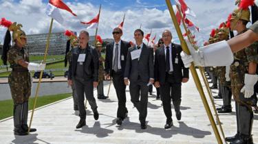 Funcionários públicos em simulação da posse de Bolsonaro, feita em 30 de dezembro