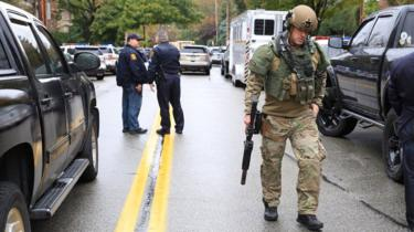 A Swat officer and police officers arrive at the scene of a suspected religiously-motivated attack on a synagogue in Pittsburgh, Pennsylvania, 27 October 2018