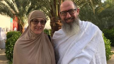 Hanan Sandercock dan suaminya John Smith.