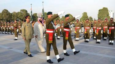 Mohammad Bin Salman - then defence minister - is welcomed by Pakistani Army General Raheel Sharif on January 10, 2016