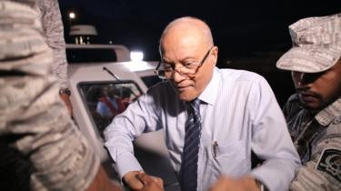 Maumoon Abdul Gayoom disembarks from a boat coming from the custodial island of Dhoonidhoo to attend a hearing at the High Court of Maldives in Male on 30 September 2018