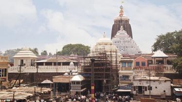 Tourists at a temple, Jagannath Temple, Puri, Orissa, India