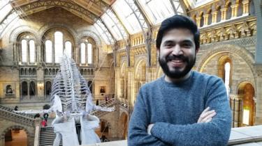 Juan Camilo Chacón Duque en el Museo de Historia Natural de Londres donde trabaja