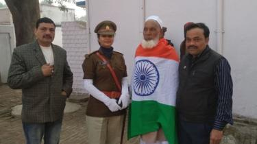 Shareef terbungkus bendera India