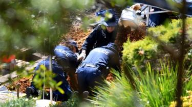 New South Wales police and forensic services personnel are seen sifting through dirt as they search the former home of missing woman Lynette Dawson at Bayview on the northern beaches in Sydney on 12 September 2018