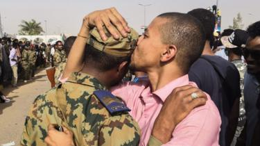 protester kisses soldier, 11 april